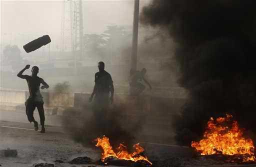 fuelprotestersburntyres21